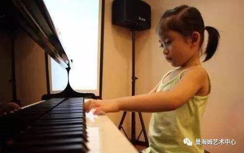 学音乐后,孩子的学习成绩提高了
